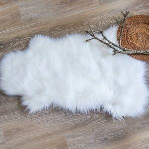 🎀 Sheepskin Faux Fur Rug 🎀NEW